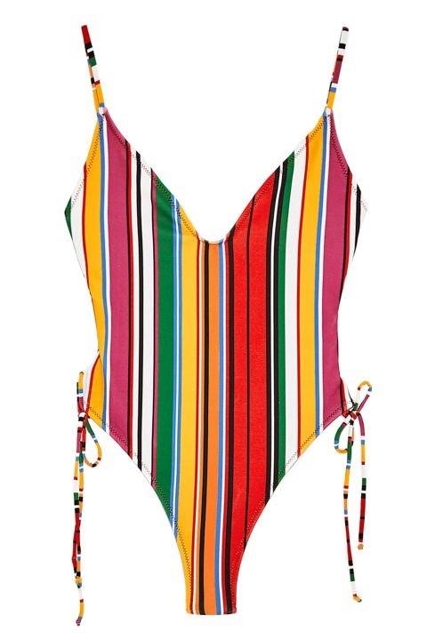 Hồ Ngọc Hà mặc đồ bơi 800k ra đường kết hợp với chiếc quần này trông cũng sang chảnh đấy chứ!