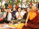 Ngô Thanh Vân thỉnh Phật vàng tại Nepal đấu giá cho trẻ em mổ tim
