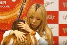 """Ấm lòng trước khoảnh khắc """"trai đẹp"""" nhà MAMAMOO vỗ về fan nữ khóc nức nở"""