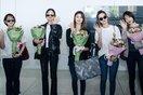 EXID cực thân thiện, đội nón lá fan tặng ngay tại sân bay