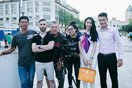 Công Vinh - Thủy Tiên được kênh truyền hình quốc tế phỏng vấn