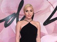Lady Gaga diện đầm hở lưng sexy tại lễ trao giải thời trang Anh quốc