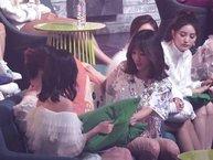 Fan phát sốt trước hành động ân cần của Hani (EXID) dành cho Mina và Sana (TWICE)