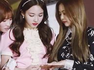 Chi tiết siêu nhỏ chứng minh tình bạn của Nayeon (TWICE) và Jennie (Black Pink)