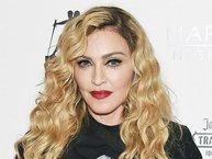 Hình ảnh đầu tiên của con nuôi Madonna đã được công bố