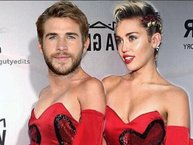 Hết chuyện chơi, Miley Cyrus cho bạn trai mặc váy lòe loẹt trong ngày Valentine