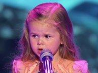 """Bé gái 4 tuổi siêu dễ thương hát nhạc phim """"Nàng tiên cá"""""""