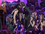 Chia tay diễn viên điển trai, Katy Perry hẹn hò với người yêu cũ của Taylor Swift?