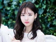 """Netizen """"sốc tận óc"""" khi Nayeon (TWICE) phải đọc những bình luận ác ý từ """"fan"""" trên V App"""