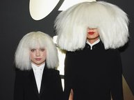 """Danh hiệu """"nữ hoàng nhạc phim"""" của Celine Dion đang bị Sia lăm le soán ngôi"""