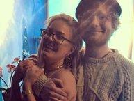 """Tan chảy với màn song ca ngọt lịm của Ed Sheeran và giọng ca hit """"Rockabye"""""""