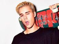 Justin Bieber đỏ mặt khi quên lời bài hát hit của mình