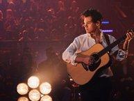 Harry Styles tạm dừng concert để tưởng niệm các nạn nhân vụ khủng bố ở Manchester