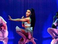 Hậu khủng bố, album của Ariana Grande tăng hạng chóng mặt trên BXH Anh