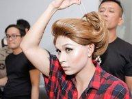 Jun Phạm bị bỏng khi chơi liều, dán bông tai bằng keo dán sắt để hóa thân thành đàn chị Thanh Thảo