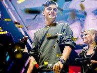 """Martin Garrix kể lại kỷ niệm """"nhớ đời"""" bị fan quấy phá khi đi diễn"""