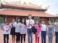 """Dương Triệu Vũ dẫn dàn học trò """"nhí"""" đi dâng hương tại nhà thờ tổ Hoài Linh"""