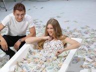 Tronie đắm đuối bên người mẫu Nga trong MV hâm nóng tên tuổi