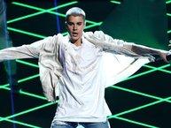 """""""Ông vua hát ké"""" Justin Bieber lập kỷ lục mới về doanh số"""