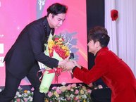 """Sau """"tình cũ Hoài Linh"""", Ngọc Sơn lại được học trò bái sư trên sân khấu"""