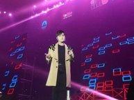 Sơn Tùng M-TP cởi phăng áo, khoe body cực chuẩn ngay trên sân khấu khiến fan đứng hình