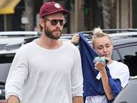 Miley Cyrus vui vẻ bên Liam Hemsworth sau tin đồn rạn nứt vì phân chia tài sản