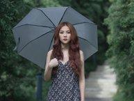 """Thu Thủy dầm mưa hàng giờ, lặng người khi nhìn """"bạn trai"""" có tình mới"""