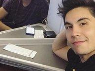 Nối gót Ariana Grande, Sam Tsui - hiện tượng cover Youtube đã lên máy bay tới TP.HCM