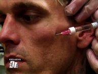 Sợ bị nhiễm HIV, Aaron Carter bật khóc nức nở ngay trên sóng truyền hình
