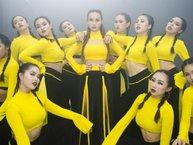 Giảm cân quá độ, Yến Trang suýt 'tụt quần' khi nhảy quá hăng trong lúc quay MV mới