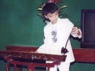 Chuyên mục 'đào mộ': Soobin Hoàng Sơn mặt búng ra sữa, ngồi gảy đàn bầu điêu luyện y như nghệ sĩ