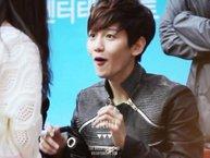 """Những khoảnh khắc giữa sao Hàn và fan chứng minh cho câu """"Uống nhầm một ánh mắt, cơn say theo nửa đời"""""""