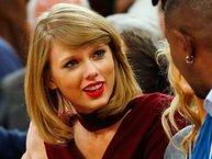 Taylor Swift và những biểu cảm 'khó đỡ' của con gái sắp 30 nhưng vẫn độc thân