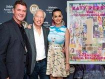 """Lập kỷ lục thế giới nhưng Taylor Swift vẫn phải """"đầu hàng"""" trước album của Katy Perry"""