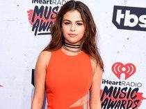 "Selena Gomez mê hoặc fan bằng single ""Fetish"""