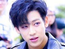 Điểm danh những Idol nam là fanboy nổi tiếng của Kpop