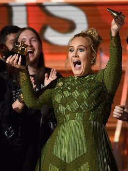 """Adele lại """"khuất phục"""" loạt sao nữ này để trở thành biểu tượng âm nhạc mới"""