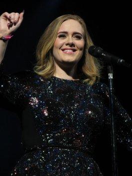 """Chỉ có thể là Adele! Người khiến khán giả rơi nước mắt vì cử chỉ """"thần thánh"""" này"""