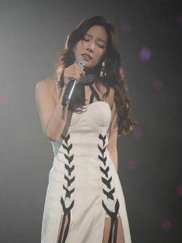 """Taeyeon (SNSD) tạm dừng concert vì phát hiện """"vật thể lạ"""" dưới đám đông"""
