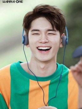Ong Sung Woo cười tít mắt cực đáng yêu trong teaser cá nhân của Wanna One