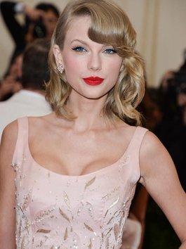 Hậu trường cực nhắng nhít đằng sau MV siêu đẹp 'LWYMMD' của Taylor Swift