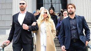 Kesha đổi luật sư, tiếp tục kiện Dr. Luke