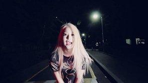 """Nữ tân binh """"đá đểu"""" Park Bom bất ngờ tung MV solo"""