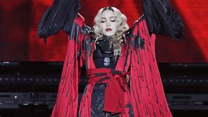 Tòa án yêu cầu con trai Madonna trở về với mẹ