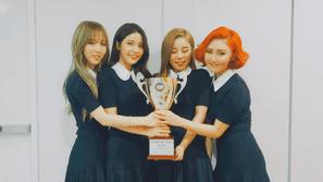 """Show Champion 9/3: Mamamoo giành cúp, """"trả thù"""" B.A.P"""