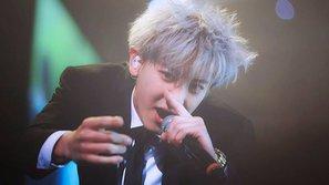 Chanyeol kiệt sức phải thở oxy trong concert