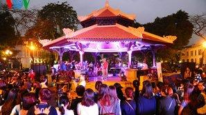 Nhạc sĩ Quốc Trung dùng âm nhạc đường phố kêu gọi bình đẳng giới