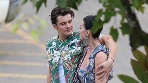 Katy Perry tình tứ bên tài tử Orlando Bloom