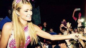Paris Hilton tổ chức từ thiện tại Ibiza bằng một bữa tiệc