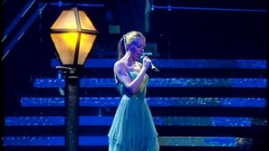 Kylie Minogue muốn nhận con nuôi
